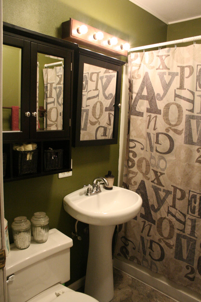 AFTER:  Here is the new and improved bathroom!